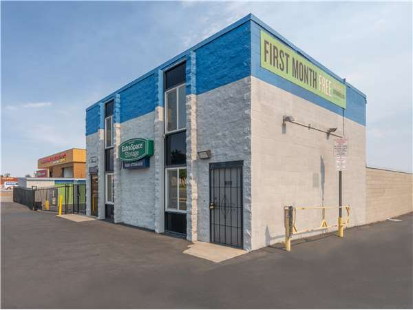 Image of Extra Space Storage Facility on 17108 Main St in Hesperia, CA