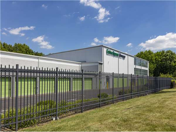 Image of Extra Space Storage Facility on 10 Cadillac Rd in Burlington, NJ