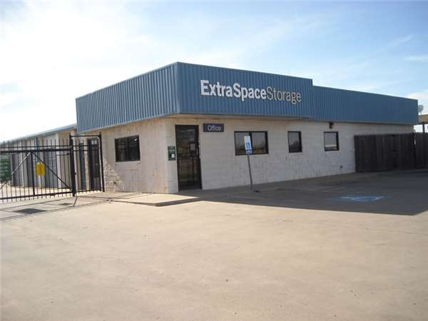 Image of Extra Space Storage Facility on 1401 N Interstate 27 in Plainview, TX