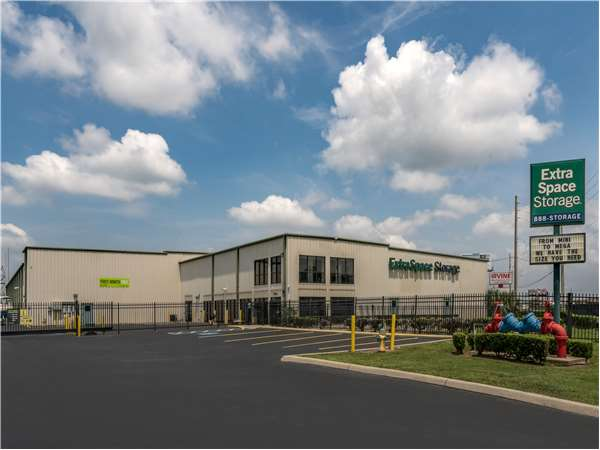 Image of Extra Space Storage Facility on 1420 N Orange Blossom Trail in Orlando, FL