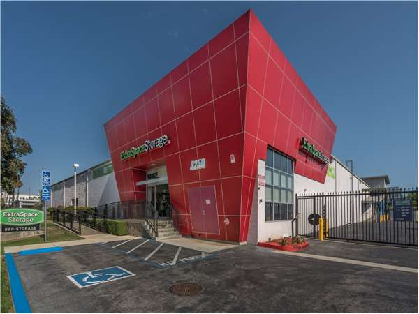 Image of Extra Space Storage Facility on 3250 Olympic Blvd in Santa Monica, CA